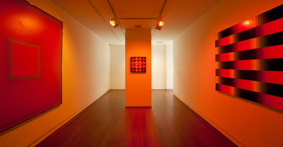 Exhib_slideshow_exhibition_inquiring-finds_orange-room