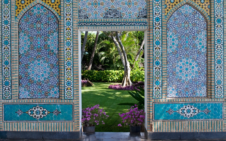 Exhib_slideshow_exhibition_shangri-la_tile-gate